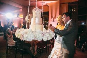 hanging-wedding-cake